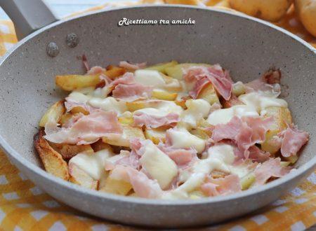 Patate in padella con prosciutto e mozzarella