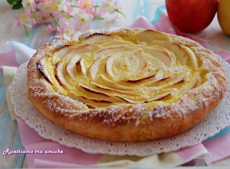 Torta di sfoglia con crema pasticcera e mele