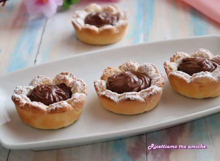 Biscotti fiori di frolla con crema al cioccolato