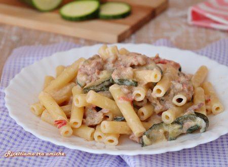 Pasta cremosa con zucchine e salsiccia