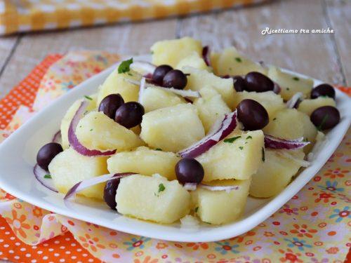 Insalata di patate con cipolla rossa e olive