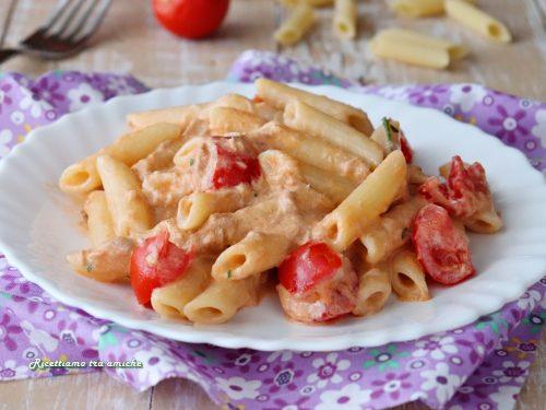 Pasta tonnata cremosa con pomodorini