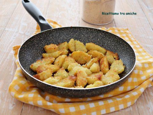 Spicchi di patate sabbiose in padella