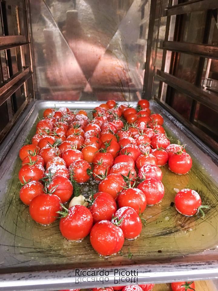 Pomodorini confit con aglio timo e zucchero a velo cucinart for Decorazioni zucchero a velo