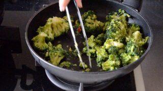 ravioli di ricotta e noci su crema di broccoli