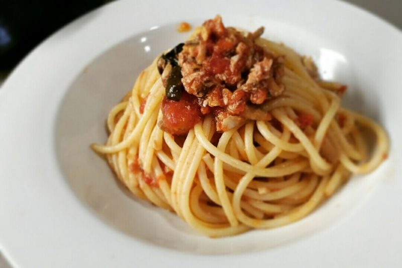Spaghetti con sugo di alici