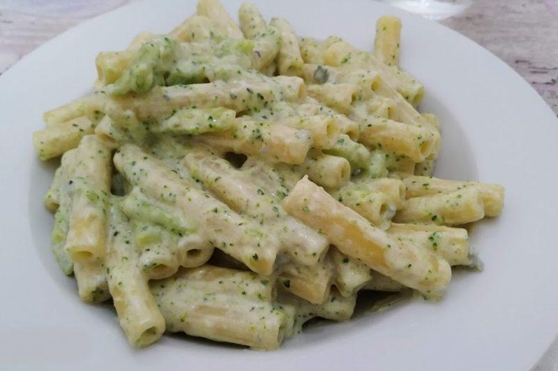 Sedani rigati con broccoli e crema di gorgonzola