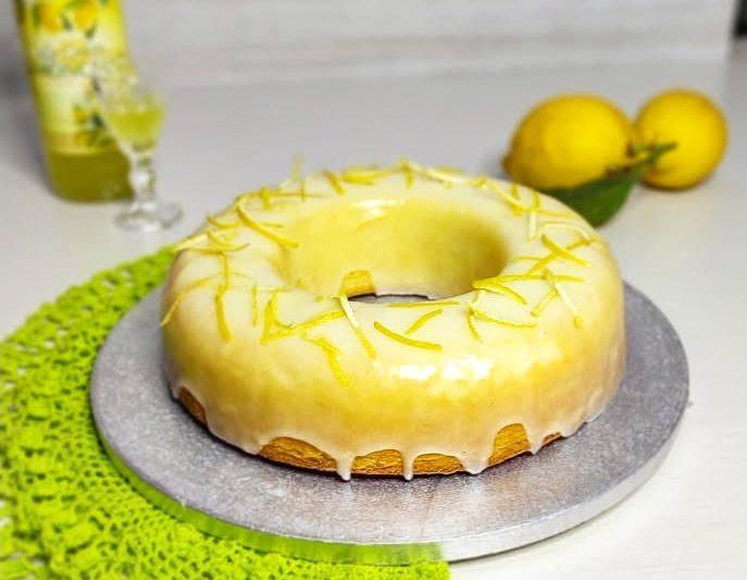 Ciambellone senza lattosio al limoncello con copertura al lemon curd