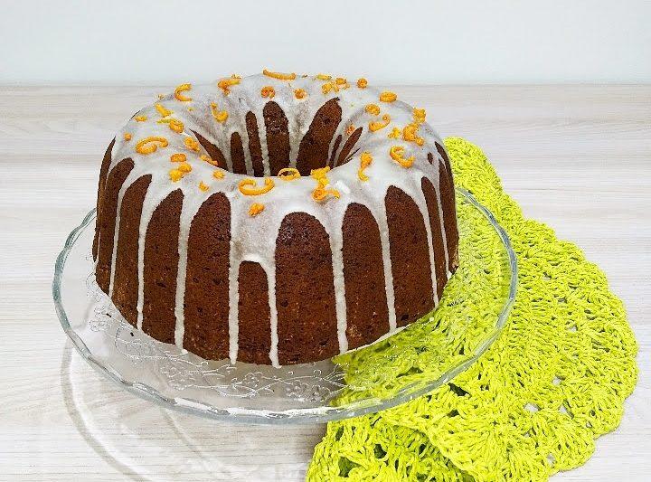 """Bundt cake """"effetto Wow!"""" al cioccolato con glassa all'arancia"""
