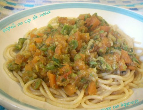 Spaghetti con sugo alle verdure