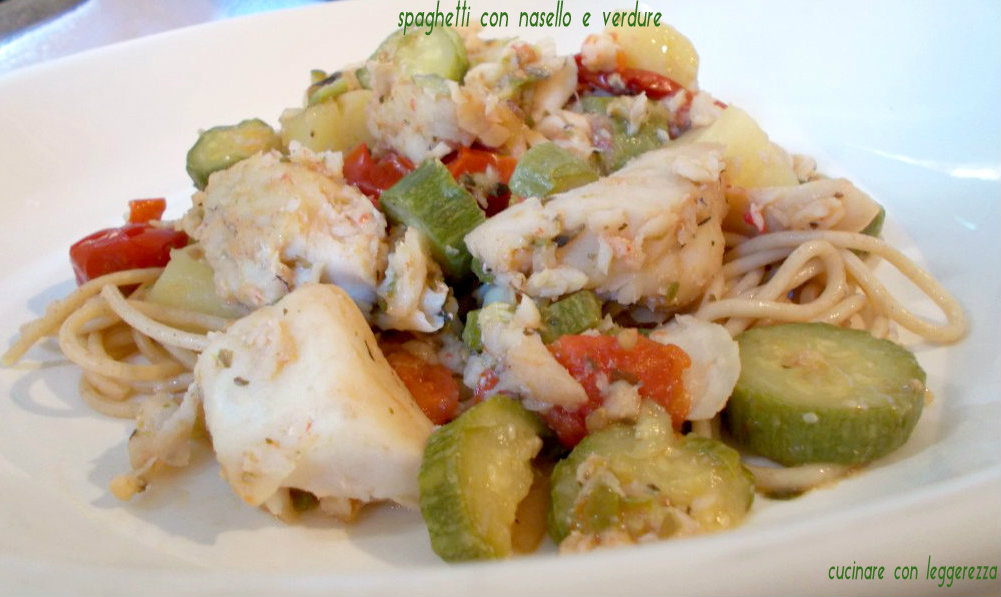Spaghetti con nasello e verdure cucinare con leggerezza for Cucinare nasello