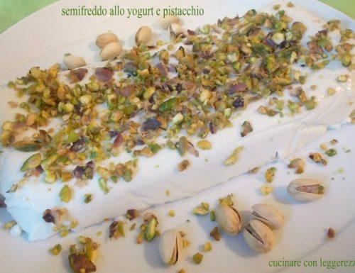 Semifreddo allo yogurt e pistacchio