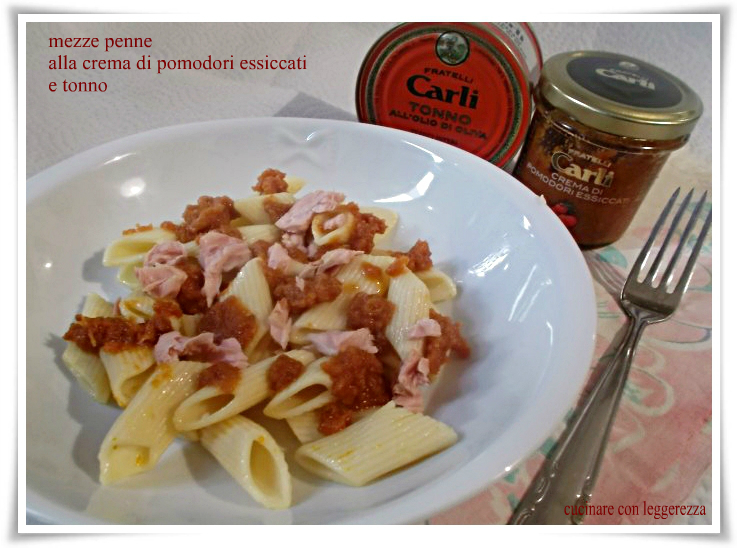 Mezze penne alla crema di pomodori essiccati e tonno