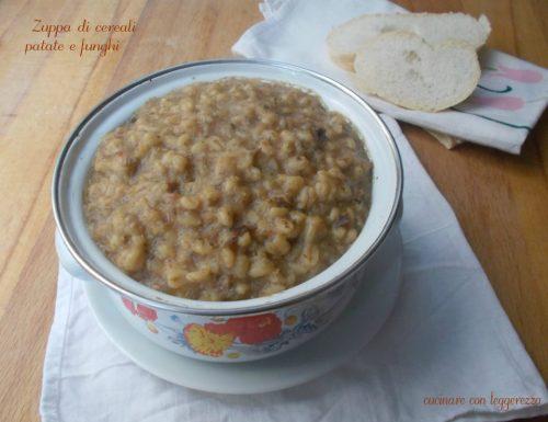 Zuppa di cereali patate e funghi