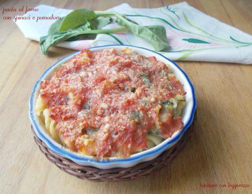 Pasta al forno con spinaci e pomodoro