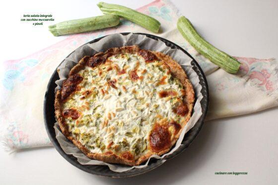 Torta salata integrale con zucchine mozzarella e pinoli
