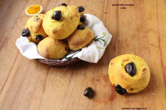 Panini alla curcuma e olive – lievito madre