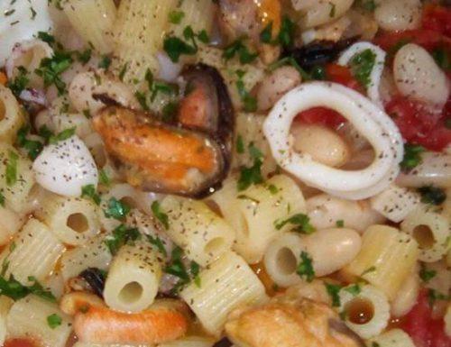 Tubetti con fagioli cozze e calamari