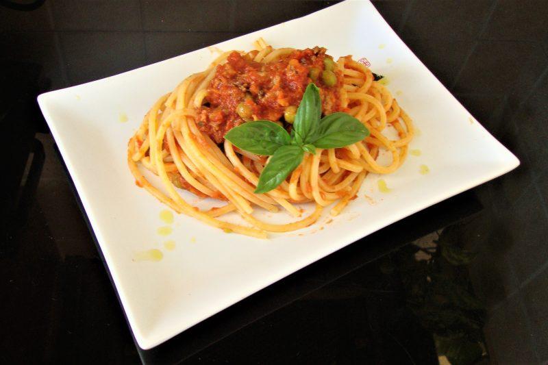 Spaghetti quadrati con ragù di tonno