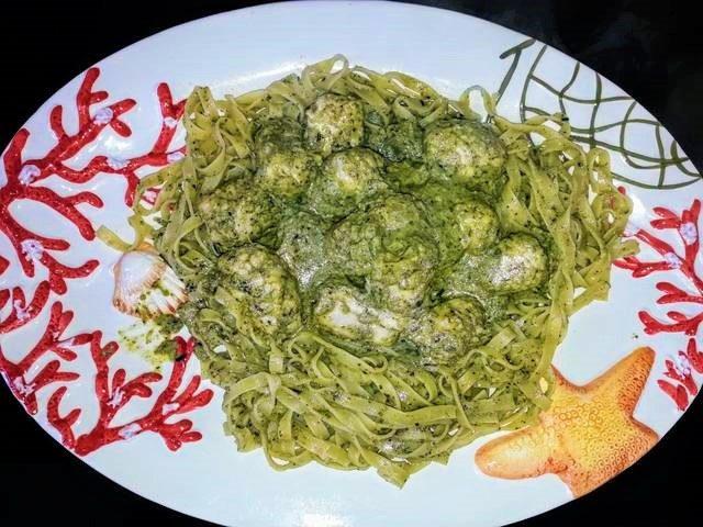 Tagliatelle e involtini di pollo con broccoli