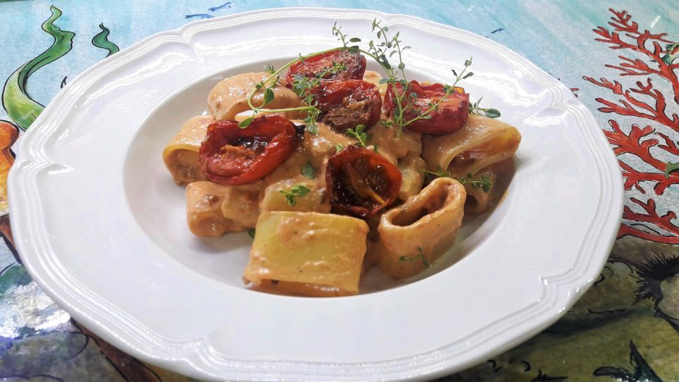 Calamarata con crema di pomodorini confit