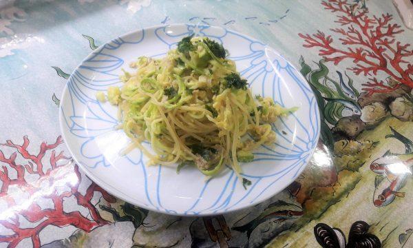 Pasta alla carbonara di pesce e zucchine