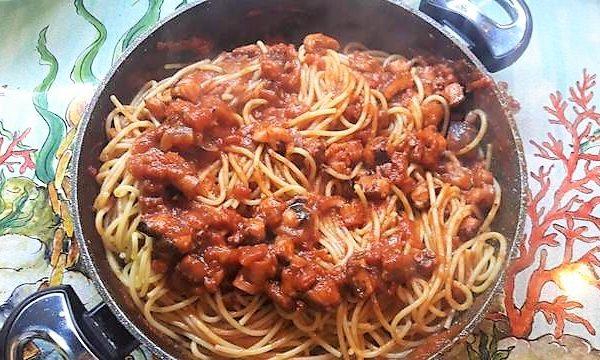 Spaghettata  e secondo con ragù di Polipetti