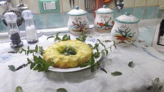 Ciambellone di fiori e spaghetti di zucchine