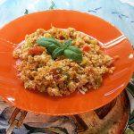 Insalata di couscous e verdure crude