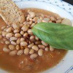 Zuppa di soia con verdure dell'orto