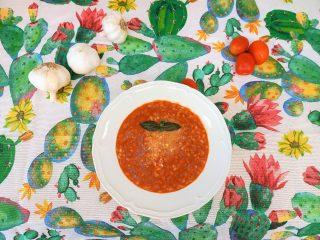 Zuppa d'orzo perlato al pomodoro