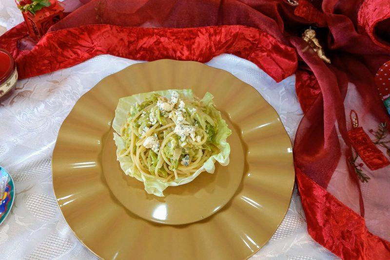 Coppa di verza con spaghetti e gorgonzola