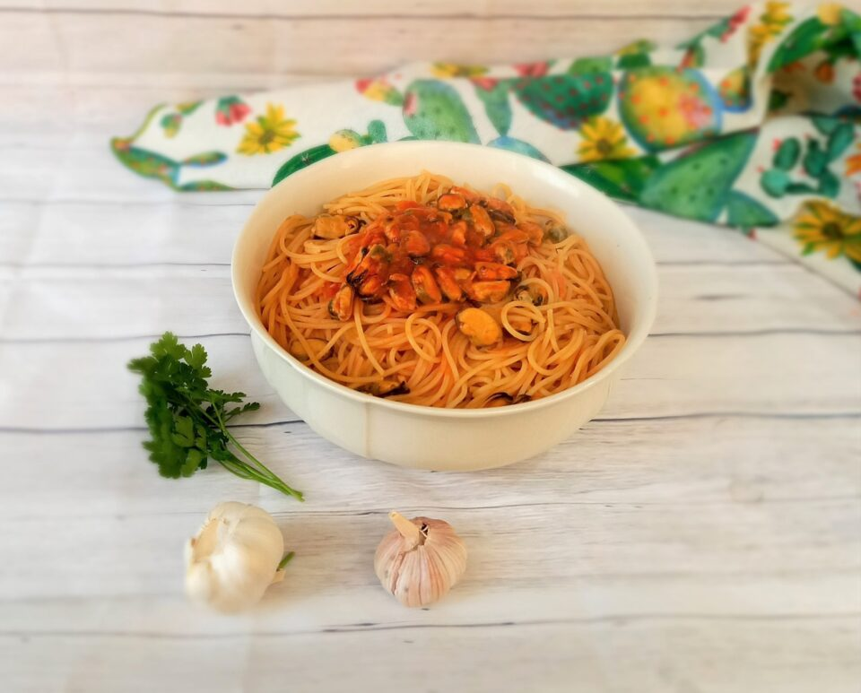 Spaghetti con il sugo di cozze alla Siciliana