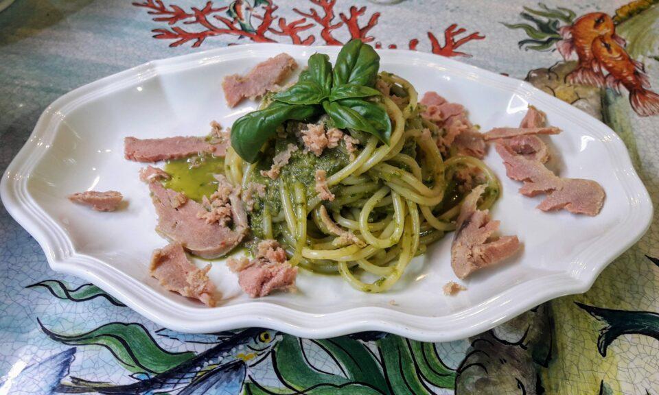 Spaghetti con pesto di finocchietto e bottarga