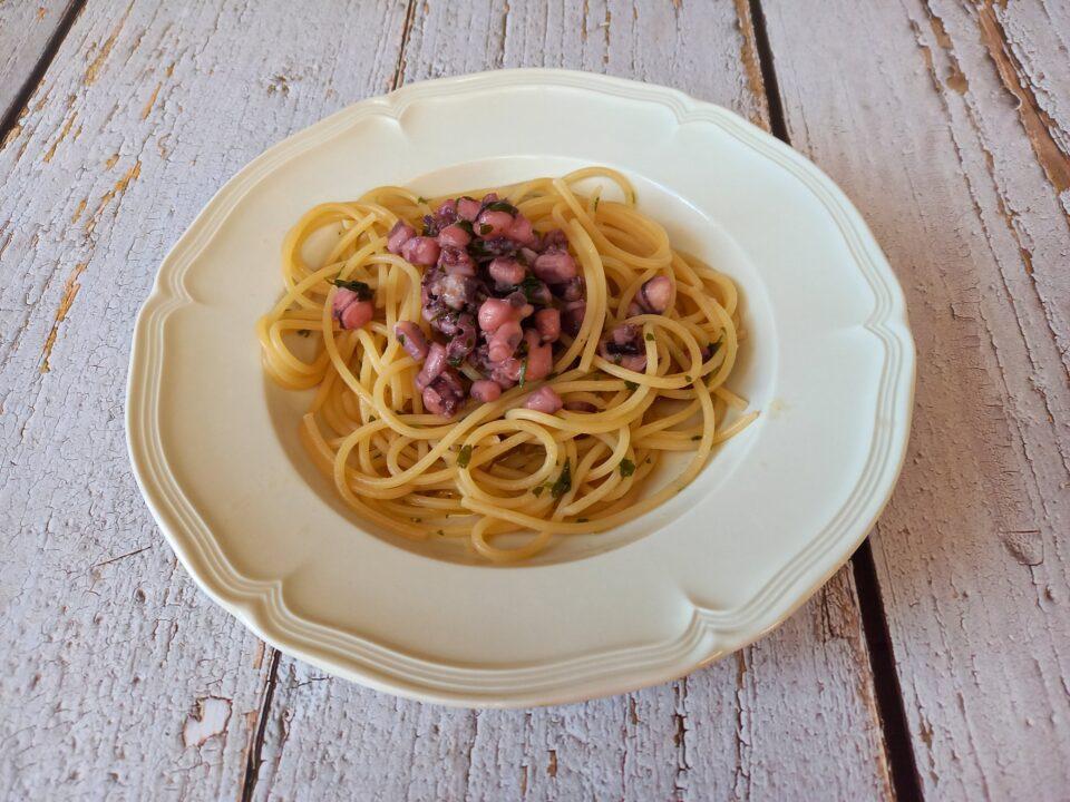 Spaghetti con tentacoli di calamaro e totano