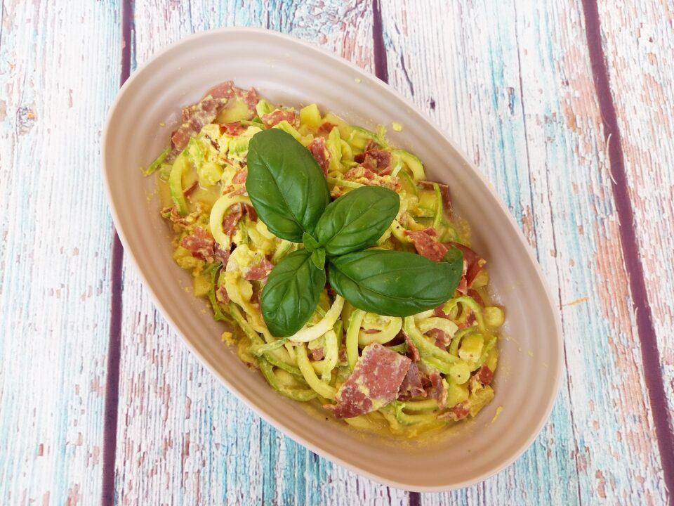 Carbonara fit con spaghetti di zucchine