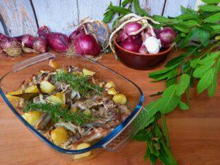 Agnello marinato con patate al forno