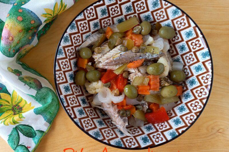 Insalata di pesce azzurro e verdure