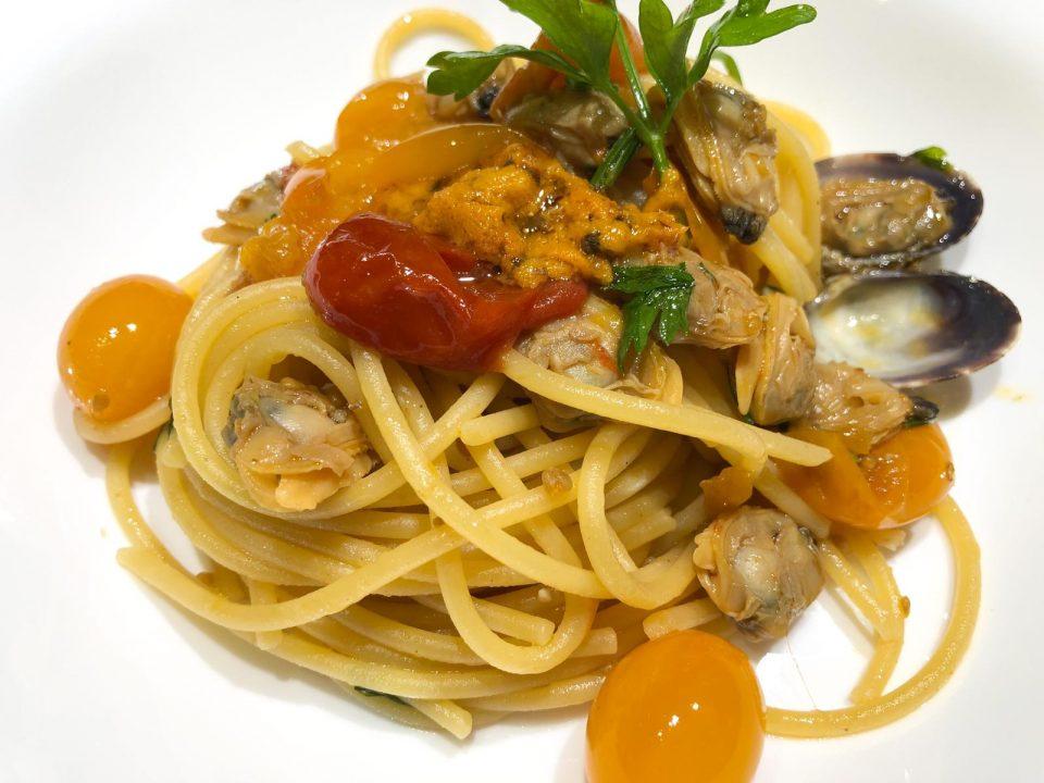 Spaghetti con vongole e polpa di ricci