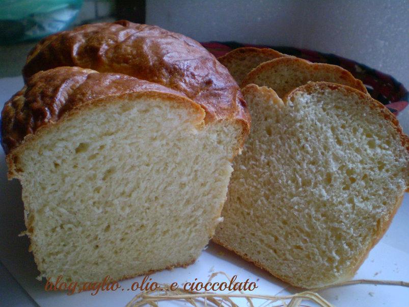 pane bianco con yogurt