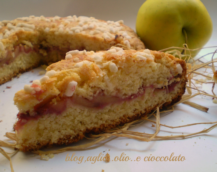 torta rustica con fragole e mele
