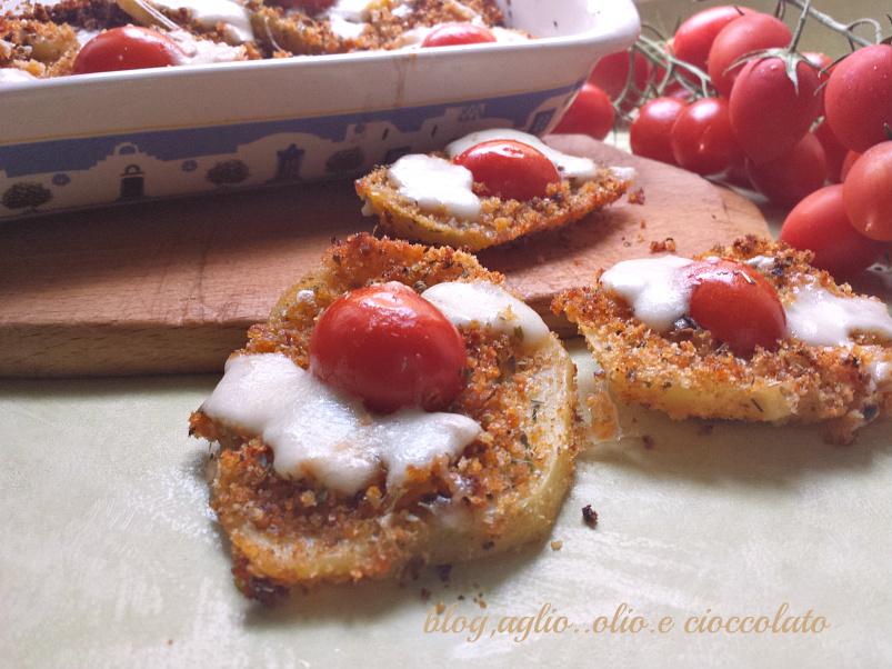 patate croccanti con pomodoro e mozzarella