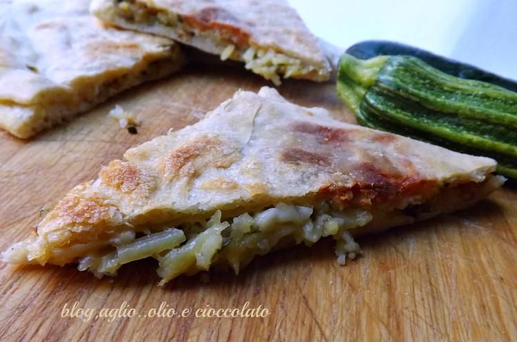 pizza in padella con zucchine patate e provola