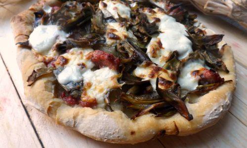 PIZZA CARCIOFI SALSICCIA E STRACCHINO