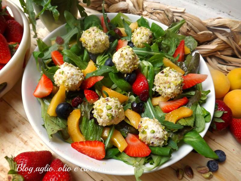 Insalata con Frutta  e Formaggio