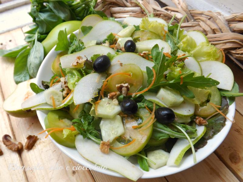 cibo 8917insalata con pere e pomodori verdi