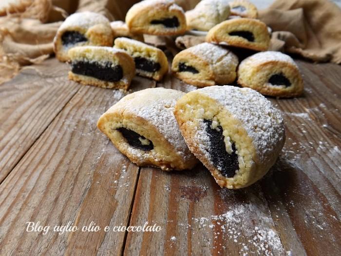 biscotti morbidi ripieni al cioccolato
