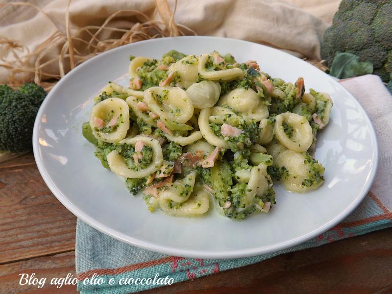 orecchiette broccoletti e salmone