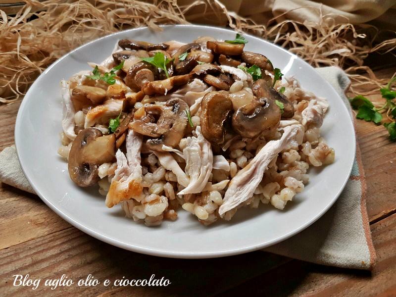 insalata di farro con pollo e funghi
