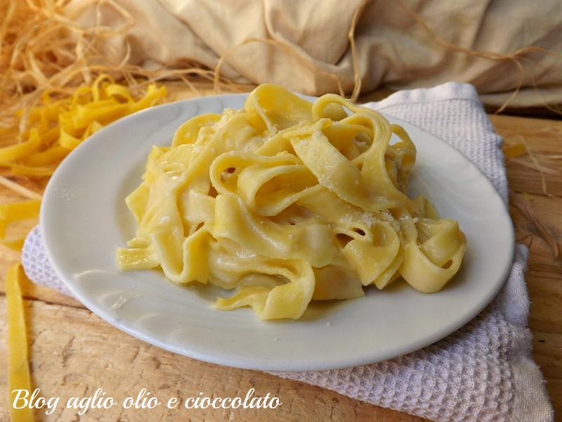 Fettuccine all 39 alfredo ricetta tipica romana semplice e veloce for Pasta tipica romana